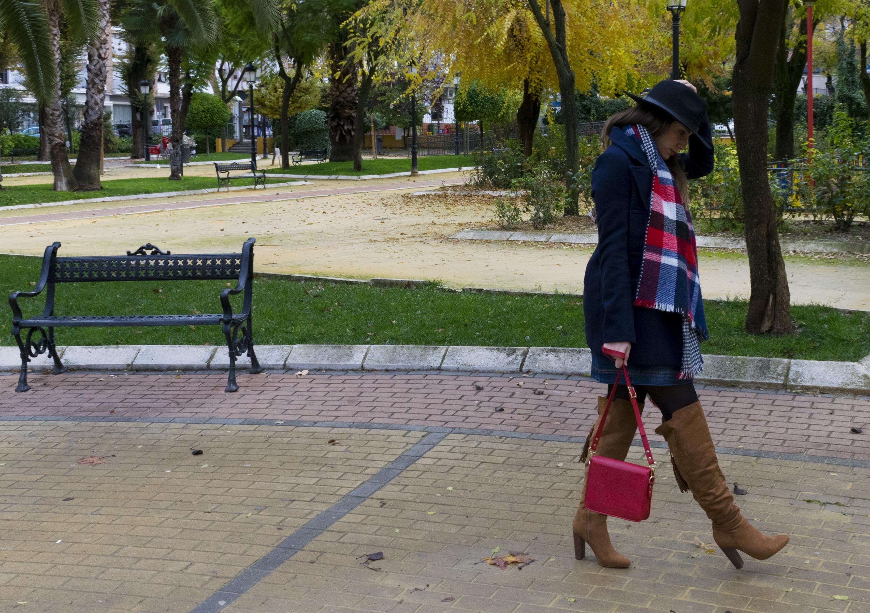 outfit-abrigo-sombrero-4