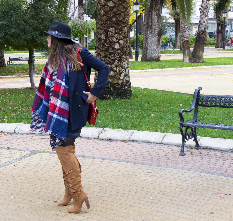 outfit-abrigo-sombrero-6