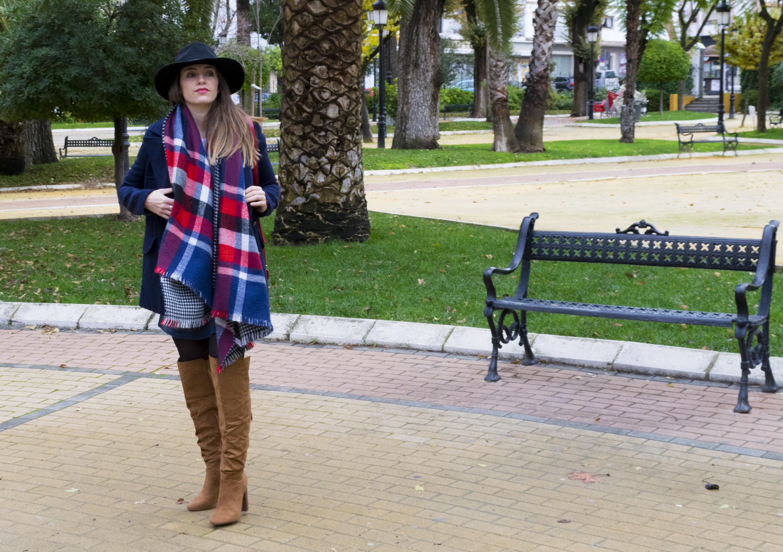 outfit-abrigo-sombrero-7