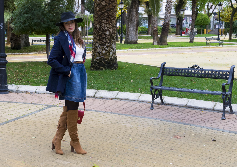 outfit-abrigo-sombrero-8